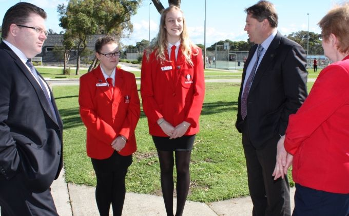 /uploaded_files/media/gallery/warm_welcome_from_nashs_school_captains_davida_whittaker_and_asha_healey__crop.jpg